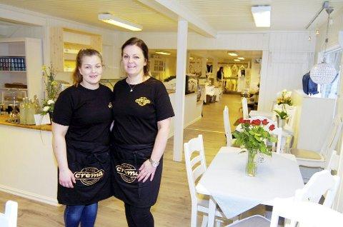 Nina Høyer har åpnet Skafferiet på Tjøme. Her er det café og salg av klær og interiør. På kjøkkenet og i cafeen får hun hjelp av datteren Helene.