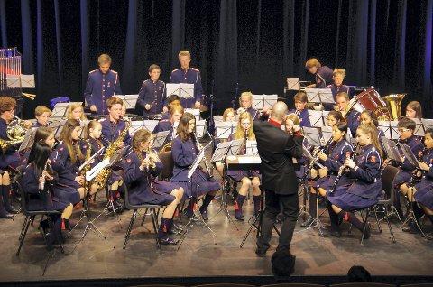 STOLT: Dirigent Idar Torskangerpolls var tydelig stolt av musikantene sine i Sofiemyr skolekorps i helgen.