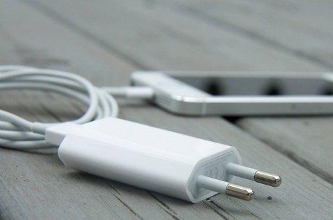 iPhone-laderen din kan være brannfarlig. Nå kaller Apple tilbake ladere av denne typen.
