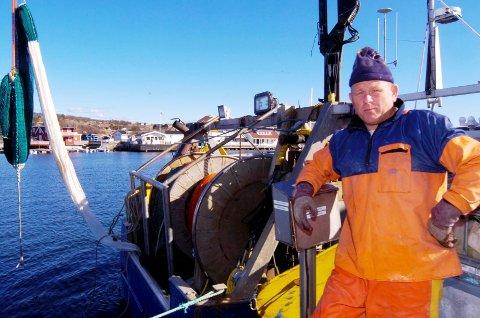 REKESTOPP: Rekefisket i Skagerrak og Nordsjøen ble stoppet av Fiskeridirektoratet torsdag. Yrkesfisker Ivar Kanten kan dermed fortøye båten, og det blir ikke ferske reker å få før neste år.  Foto: Terje Wilhelmsen
