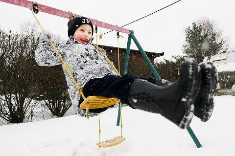 ELSKER Å HUSKEMarius Simmenes, snart seks år, elsker endelig å huske. Før han fikk manuellterapi var han livredd for høyder. FOTO: Fredrik Varfjell