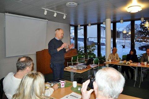 <B>På frokostmøte.</B> Per Olaf Lundteigen (Sp) mener det viktigste for Norge er å opprettholde et variert arbeidsliv.