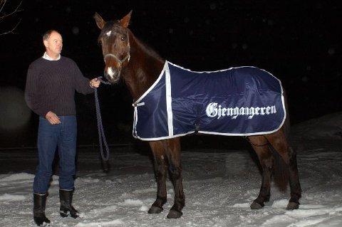 VANT:  Geir Pedersen sikret seg Gjengangerens seiersdekken for andre år på rad. Ustartede French Story (3) poserer i Djengis Attack's fravær.  FOTO: VIDAR KALNES