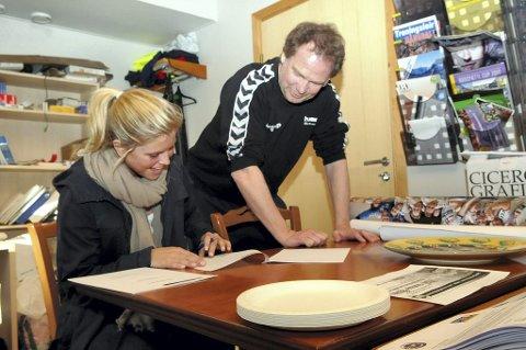 GJENSIDIG GLEDE: Både Pia Christine Narvesen og Pål Oldrup Jensen er glade for at Narvesen signerte for Flint i går. Foto: Reidar Lindqvist