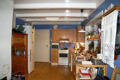 FØR: Taket er bevart. Ellers er alt i det gamle kjøkkenet borte. Foto: Privat