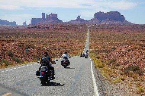 """VERDENS VAKRESTE EVENTYR: Når du ser dette bildet av  Monument Valley """"Den Amerikanske Drømmen"""" og symbolet på Frihetsfølelsen, skjønner du hvorfor verdens største Route 66 firma – www.route66usa.info - har døpt sine reiser """"verdens vakreste eventyr""""."""