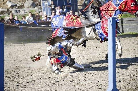 Håkon Magnussen VI av Norge og Sverige mistet grepet om gangeren og falt på slagmarken i Uvdal tirsdag.