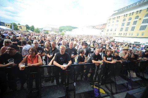 De fleste som drar til Notodden på festival gjør som disse; koser seg med musikken. Stadig flere kommer derimot for festens skyld.