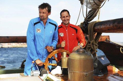 PÅ SEILSKUTA: Thomas Numme fra Sandefjord og Harald J. Rønneberg. Foto: Harald Strømnæs