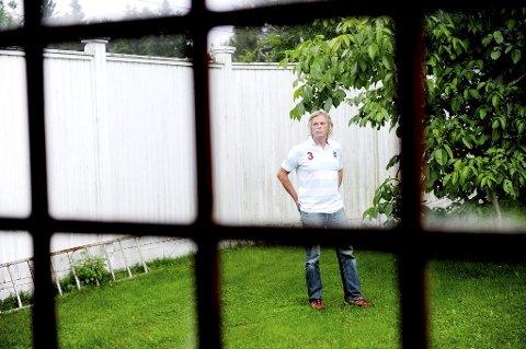 FRISTET: Barkåker-mannen Tom Lasse Virik holdt på å bli med på Xocai-opplegget, fristet av løfter om sunn sjokolade og lettjente penger. Så tenkte han seg om, og nå advarer han mot det Forbrukerkontoret karakteriserer som et pyramidelignende opplegg. Foto: Anne Charlotte Schjøll