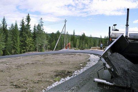 Litt over tre kilometer av langrennstraseen blir asfaltert. Til sammen får Konnerud Skistadion ti kilometer, delt på to sløyfer – én nord og én sør.