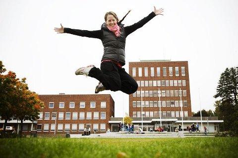 GODT EKSEMPEL: Lene Martinsen Østby gjør alt fra å trene et parti med høy energi til å sykle med hunden. Nå skal hun kartlegge hva som finnes av aktiviteter i Ski. BEGGE FOTO: FREDRIK VARFJELL