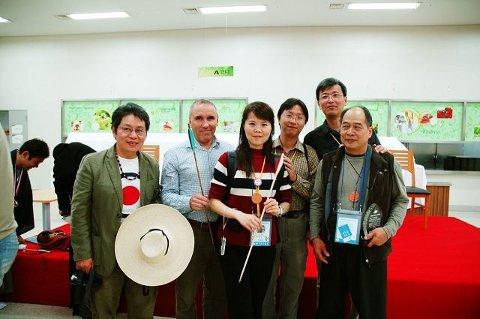 Truls Erik Dahl sammen med den taiwanske delegasjonen.