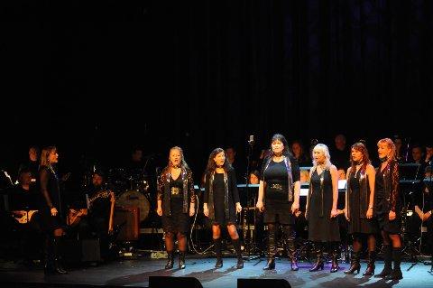 Ski Janitsjar og Mezzo holdt en underholdene konsert i Rådhusteatret i Ski lørdag kveld.