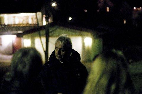 Det er bekmørkt når de klarsynte Jan-Erik Hanssen (bildet) og John Jakobsen tar med seg en gruppe mennesker ut på spøkelsesjakt.