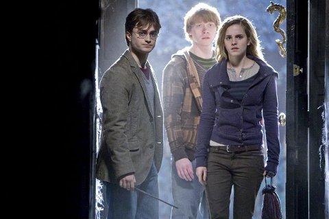 Snart slutt: Det nærmer seg slutten på det spennende, og mangeårige, eventyret om Harry Potter. I «Harry Potter og Dødstalismanen, del I» legger Harry, Ronny og Hermine ut et farlig oppdrag (se omtalen under Kinohjørnet til venstre)