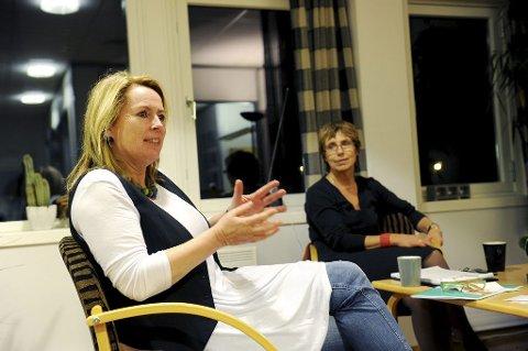 OPTIMISTER: PMTO-terapeut Merethe Elleflaadt (til venstre) og familieterapeut Elisabeth Sann kan vise til mange gode erfaringer. Foto: Anne Charlotte Schjøll