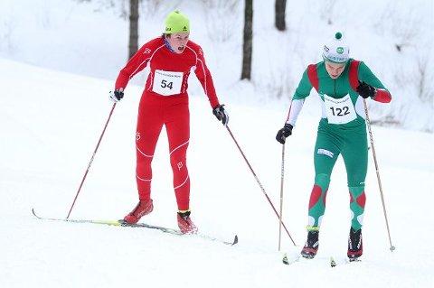 Andreas Sandberg (Rustad) gikk til gull på 10 km etter et meget bra løp. Her passerer han Torjus Syversen Fongaard (Njård).