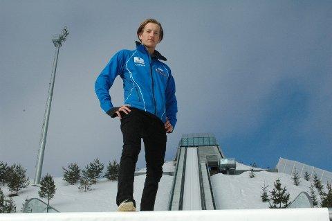 Joachim Hauer er fornøyd med Midstubakken. – Før ble det mye reising til Lillehammer for å hoppe.