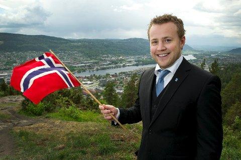 Alt ligger til rette for en tradisjonell 17. mai-feiring. Det eneste leder av 17. mai komiteen, Lavrans Kiærulf (bildet) ikke har kontroll på, er været.