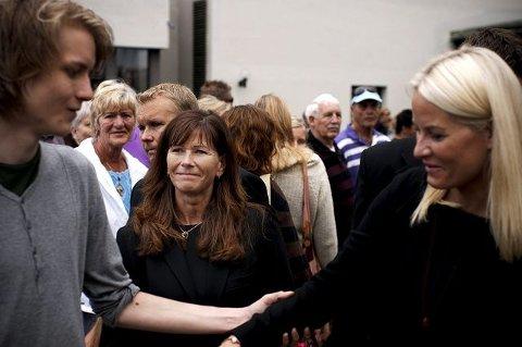 RØRT: Ordfører Ann Sire Fjerdingstad er rørt over talen til Niclas Tokerud (t.v.) som overlevde Utøya-massakren. Det ble kronprinsesse Mette-Marit også. FOTO: HAAKON J. KRISTIANSEN