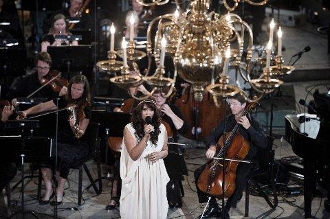 """Maria Mena fremfører """"Mitt Lille Land"""" av Ole Paus i Oslo Domkirke under minnekonserten for ofrene etter terrorhandlingene mot Regjeringskvartalet og Utøya fredag 22. juli."""