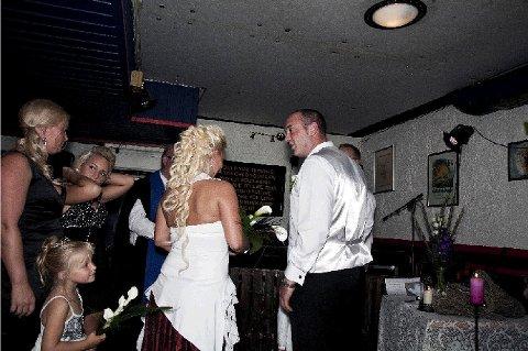 Rick og Ida møttes på en karaokebar for to år siden. Han flyttet fra England til Norge for kjærligheten, og i går fikk han sin Ida Maria.