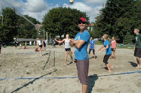 TOPP TRENER: Bret Roberts er proffesjonell sandvolleyballtrener.