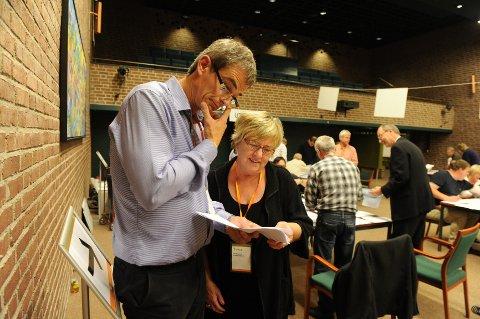 Bjørn Ole Gleditsch (H) og Anne Marie Gustavsen (Ap) finner mye å glede seg over i forhåndsstemmene, men er fortsatt avventende.