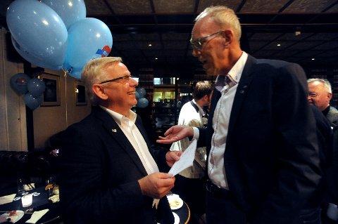 Høyres Erik Hanstad tror han blir ordfører i Elverum. Her i samtale med Frode Knutzen Midtlund.