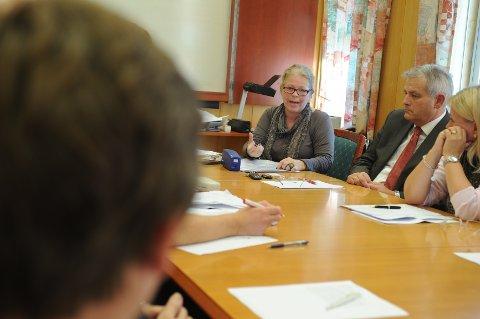 Formannskapssekretær Tove Næs og resten av administrasjonen i Ski kommune får nå jobben med å manuelt telle stemmene om igjen. Igjen.