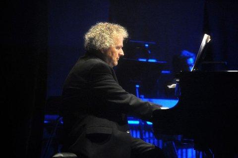INNVIET: Wolfgang Plagge fikk i Hjertnes oppgaven med å innvie husets flunkende nye konsertflygel.  Foto: Per Langevei