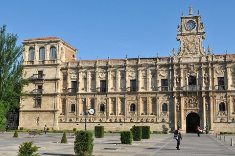Parador Hostal de San Marcos er et «must» for den som er på motorisert pilegrimstur i Spania.Jóna Hafdis Einarsson karakteriserer det tidligere klosteret som Europas flotteste hotell. FOTO: FONS BRUSSELMANS