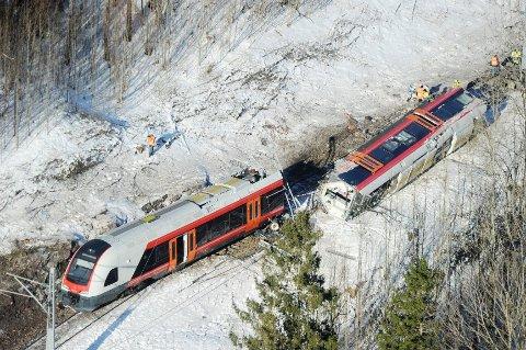 Halve togsettet veltet i sammenstøtet.