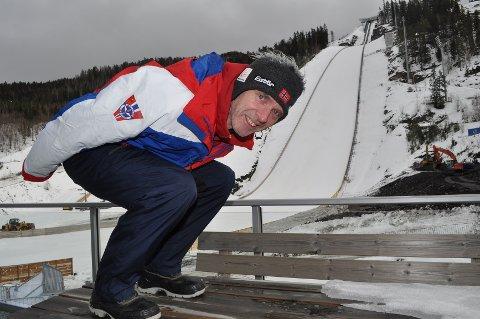 Rennleder for VM i Vikersund, Ole Gunnar Fidjestøl kjenner det kribler i beina før VM. Han er selv verdensmester i skiflyging i 1988 og skulle gjerne hoppet i en så flott bakke som i Vikersund.