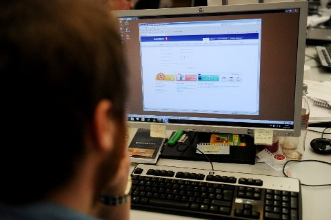 Sparebank1 er ett av flere selskaper som blir utnyttet ved at svindlere sender ut e-poster som angivelig er fra banken. Via en link i e-posten blir du sendt til en nettside som ved første øyekast likner bankens nettsider, men både url'en, og de inaktive linkene på selve siden, viser at det ikke er ekte vare.