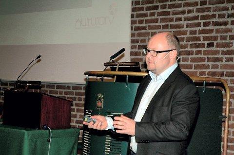 Terje Gansum mener funnet er like viktig som det av Kaupang. Foto: Jan Erik Møller