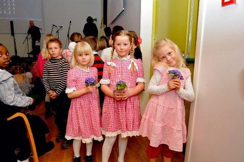Fra venstre Oda, Marthe og Martine fra Selvik skole.