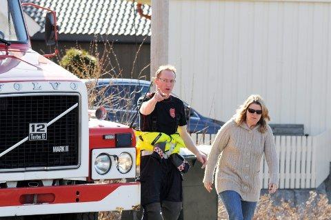 Etter det obligatiske døgnet kom brannmann Morten Gundersen til unnsetning. Matmor Kristin er fornøyd.