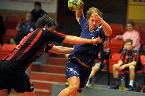 Emil Södergran har vært en sentral spiller i Sandefjord Håndball. Det vil han også være neste sesong. ARKIVFOTO: ATLE MØLLER