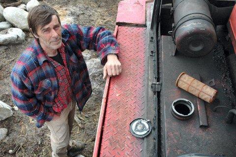Nå er gravemaskinen mi blitt tømt for tredje gang, sier Erik Jachwitz. Han er blitt frastjålet diesel for vel 5.000 kroner til sammen. Og det er mye for en bonde midt oppi landbruksforhandlingene, sier han og rister på hodet.