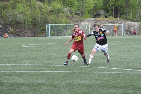 Simen Goplen og FK Tønsberg måtte bite i det sure eplet på Blåbærmyra lørdag. Thomas Andrew Morgan og Valdres ble for sterke.