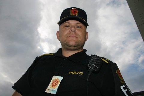 Operasjonsleder Jarle Utne-Reitan er fornøyd med at juleballet der 900 videregående elever var samlet forløp uten noen episoder politiet måtte ta fatt i.