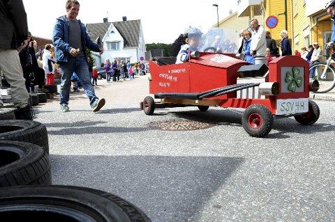 I MÅL: Jonas Aleksander Kristiansen har akkurat kommet i mål med bilen Svanen 4H. Foto: Kirvil Håberg Allum