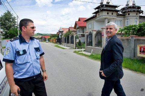 – se her: Politisjef Ion Tudor viser fram et villaområde der han sier det bor mange romfolk som tigger i Europa. Frelsesarmeen og Drammens Tidende fant noen ganske andre forhold på adressene vi oppsøkte.