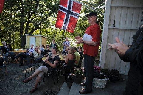 lederen Skytterleder Arve Hansen ledet grillfesten med mange flotte ord, og var tydelig stolt at det klubben og utøverne har utrettet.