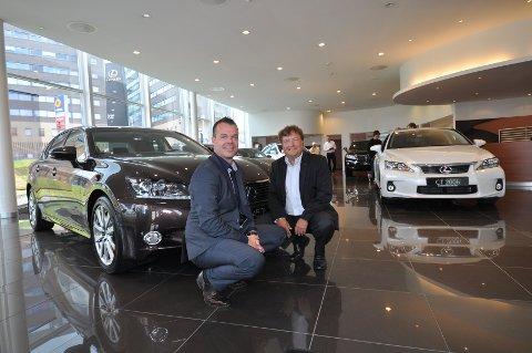 Robert Smeby (til venstre) og Even Karlsen i Toyota THH gleder seg stort over å bringe Lexus til Vestfold. Bilmerket slo nylig knockout på konkurrentene i NAFS Autoindeks-undersøkelse.