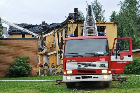 Brannvesenet drev fortsatt med etterslukking av brannen ved 06-tiden onsdag.