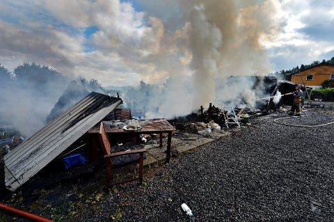Svelvik kommune er i beredskap etter storbrannen i Sagkleiva fredag morgen