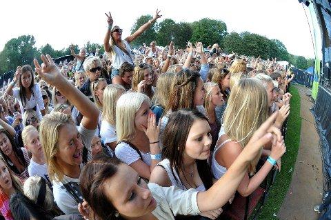 Stemningen på Fjordfesten var stor i 2011. I år håper arrangørene på 7.000 publikummere innenfor gjerdene i Badeparken.